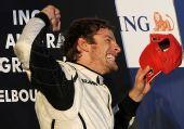 图文:F1澳大利亚大奖赛 巴顿挥舞拳头