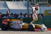 图文:09年F1澳大利亚大奖赛 皮奎特退出比赛