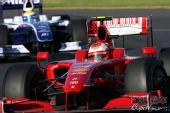 图文:09年F1澳大利亚大奖赛 莱科宁入弯瞬间