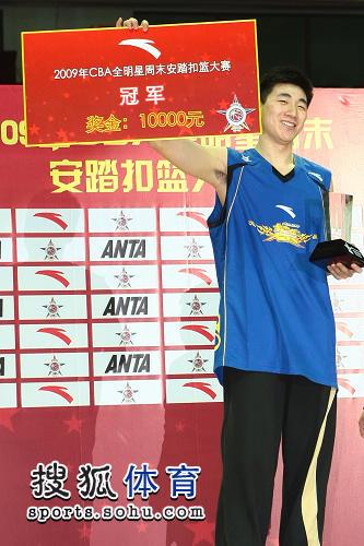 图文:2009CBA全明星赛 吴楠获扣篮冠军