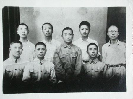 张永(前左一)与警钟社成员