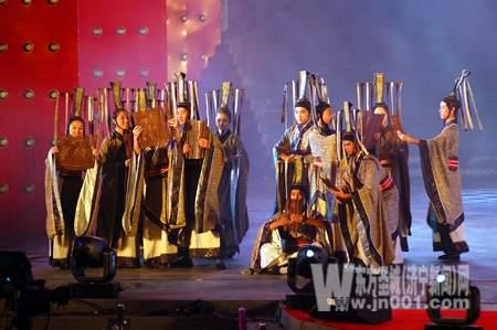 大型男子舞蹈《春秋战国》表演之一