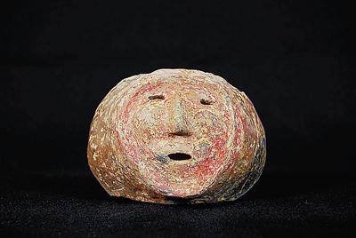 杨官寨出土的涂朱砂人面陶片