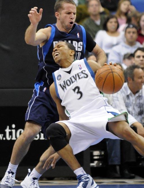 图文:[NBA]小牛胜森林狼 小牛后卫防守
