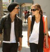 好莱坞情侣档街拍:乔纳斯兄弟和卡米拉-贝尔