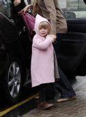好莱坞潮人宝宝街拍:克劳迪娅-西弗的女儿