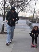 好莱坞潮人宝宝街拍:休-杰克曼和女儿