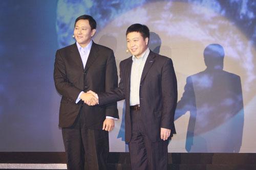联想新兴市场集团总裁陈绍鹏(右)和联想IDEA产品集团总裁刘军(左)