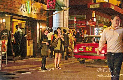 陈慧琳与友人吃完劲辣的泰国菜后准备回家