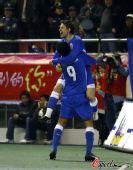 图文:[中超]上海VS山东 小赫莱布庆祝进球
