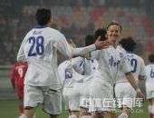 图文:[中超]天津2-0重庆 天津队庆祝进球