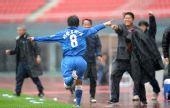 图文:[中超]长沙1-1青岛 刘建业庆祝进球