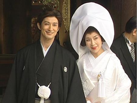 新郎西岛千博和新娘真矢美纪