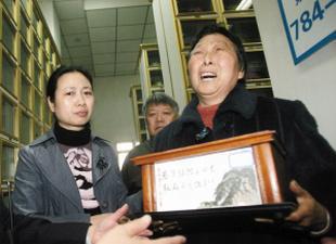 天津战役烈士家属昨找到亲人骨灰