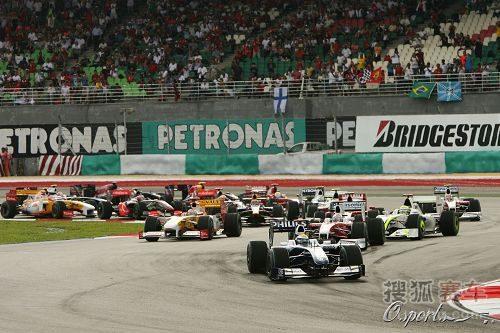 图文:F1马来西亚大奖赛 发车后迅速抢占位置