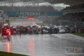 图文:F1马来西亚大奖赛 忙乱的发车区