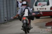 图文:F1马来西亚大奖赛 脱落的赛车部件