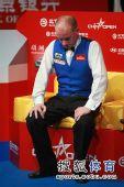 图文:中国公开赛决赛颁奖礼 艾伯顿难忍泪水