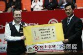 图文:中国公开赛决赛颁奖礼 希金斯获得亚军