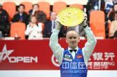 图文:中国公开赛决赛颁奖礼 艾伯顿举起奖盘