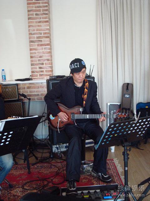 中国第一吉他李延亮将和许巍同台飙吉他