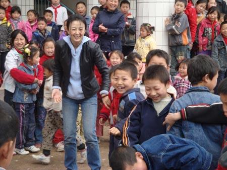 杨童舒参与5-12中国爱活动完成英雄教师遗愿-公益频道課表美化