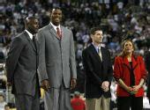 图文:NCAA全美篮球总决赛 乔丹现场观战