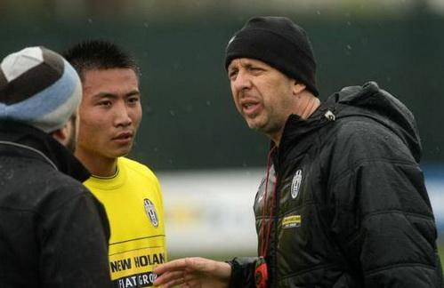 01 助理教练达米亚诺指点杨云