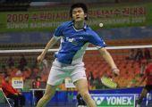 图文:羽球亚锦赛首日比赛 鲍春来回球得心应手