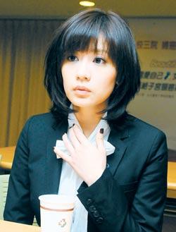 贾静雯和孙志浩为了争夺女儿梧桐妹的抚养权,不惜互掀疮疤。