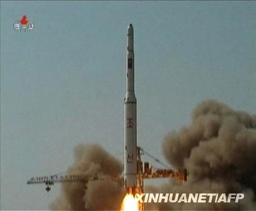 朝鲜中央电视台4月7日傍晚播出5日发射活动的现场画面。这是发射画面的视频截图。新华社/法新