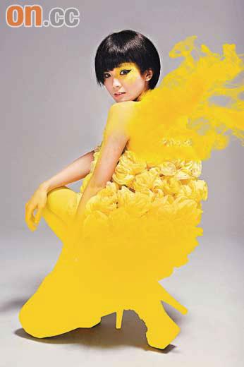 """黄色是阿Sa口中的""""旺""""色,故今次出碟她以黄色作封面的主色,造型惊艳"""