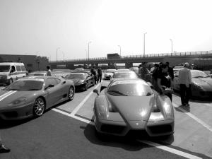 法拉利车队时速200狂飙高速高清图片