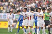 图文:[中超]江苏2-0青岛 不满裁判