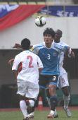 图文:[中超]深圳0-2大连 杨林背身护球