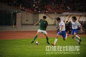 图文:[中超]杭州3-2广州 边路单骑闯关