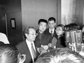 蒋正华 特派记者 唐博 摄