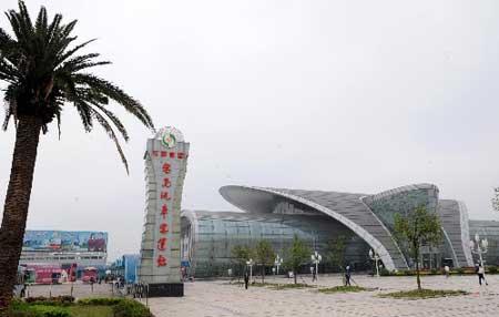 昌南汽车客运站外景(4月12日摄)。