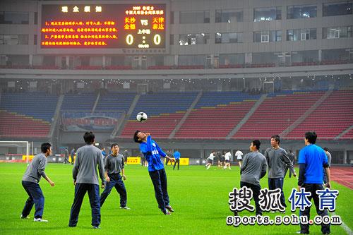 图文:[中超]长沙VS天津 金德赛前训练
