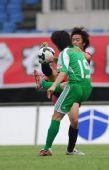 图文:[中超]成都0-2北京 杨昊积极防守