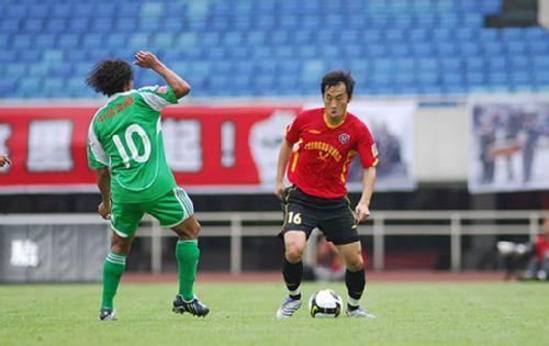 图文:[中超]成都0-2北京 马丁防守王存