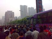 图文:[中超]重庆1-2河南 河南大巴寸步难行