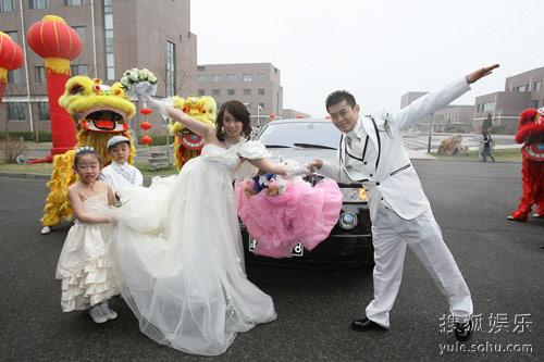 接新娘时怎么整新郎_迎亲时恶整新郎的方法图片