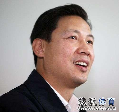 图文:足协新副主席上任 林晓华面部特写