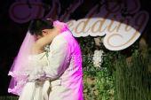 图:丫蛋王金龙结婚-拥抱