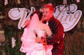 图:丫蛋王金龙结婚 丫蛋拥抱师父