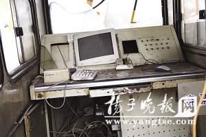 收费亭内线路被撞坏,计费系统基本报废。