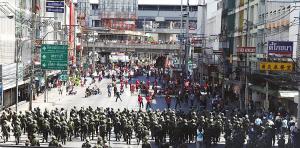 泰国军队驱散反独裁民主联盟(反独联)示威者。