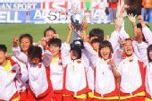 图文:重庆中学夺世界冠军 首夺世界冠军奖杯