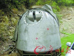 露宿在小区内的飞船试验舱。